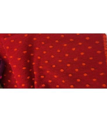 Filtet ull med prikker